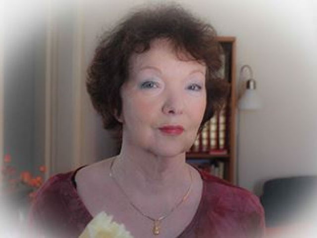 Dr Julie Phillips-Moore therapist on Natural Therapy Pages