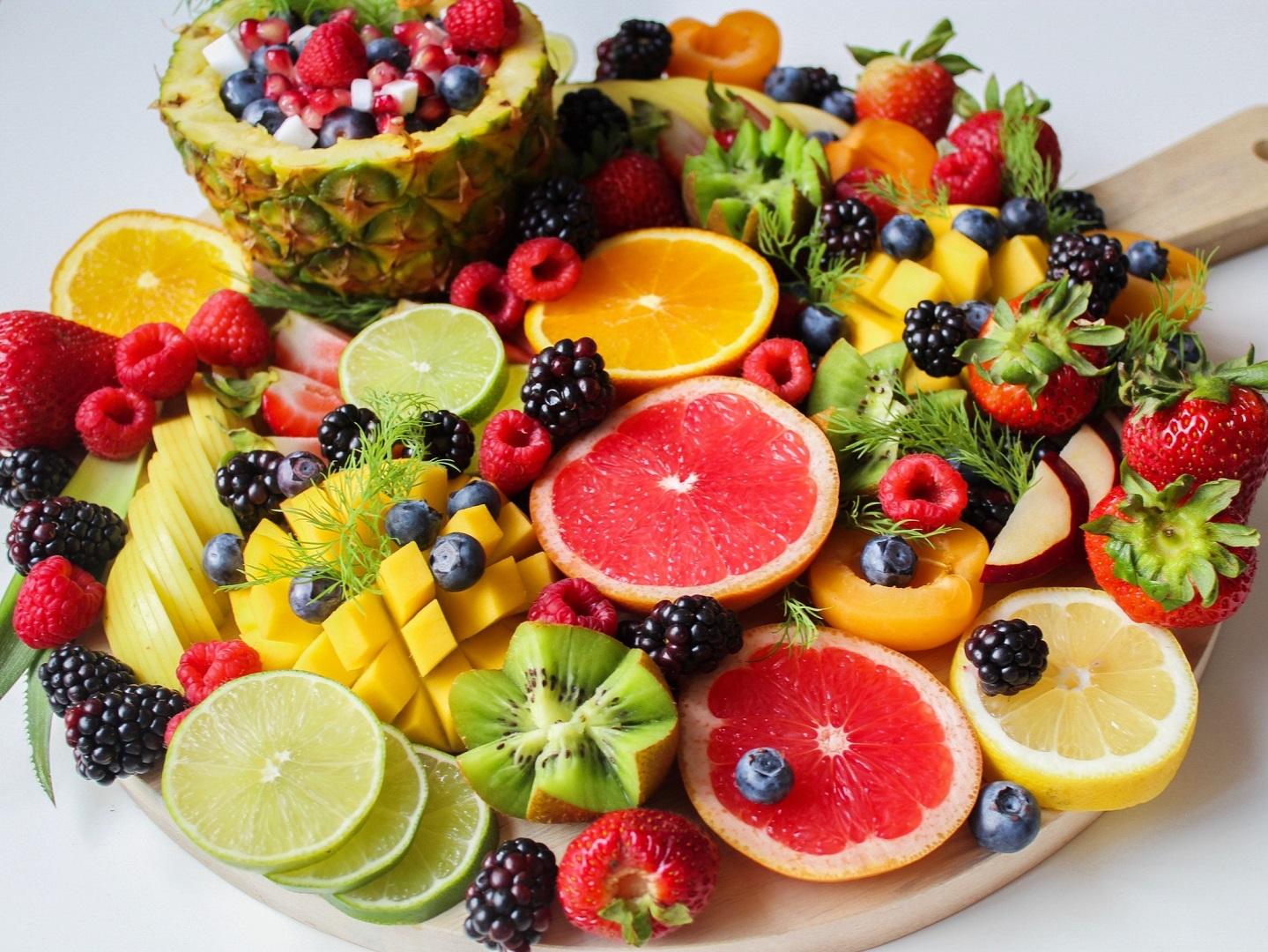 Benefits of eating fresh fruits