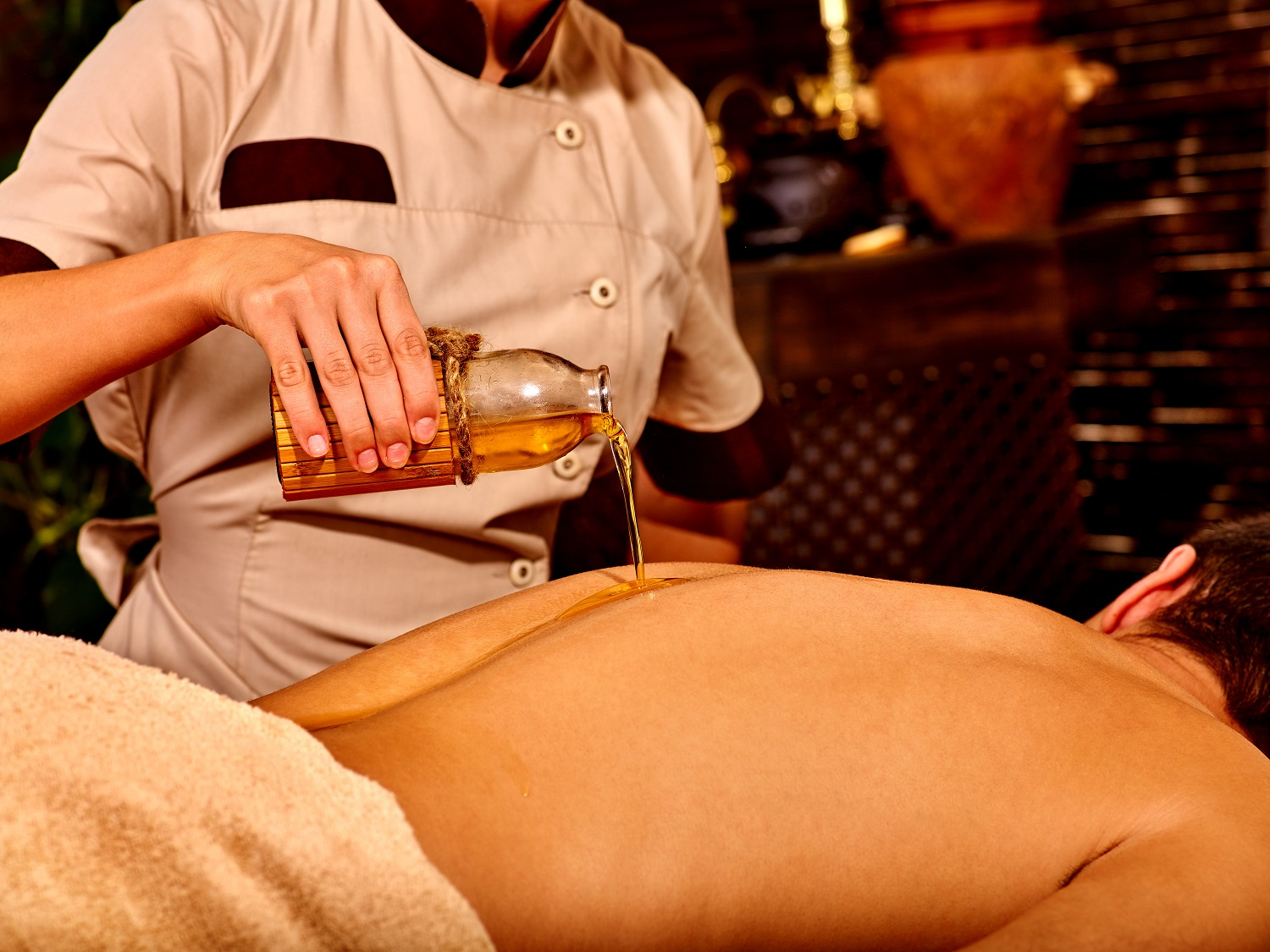 What is Ayurvedic Massage Therapy & Its Benefits?